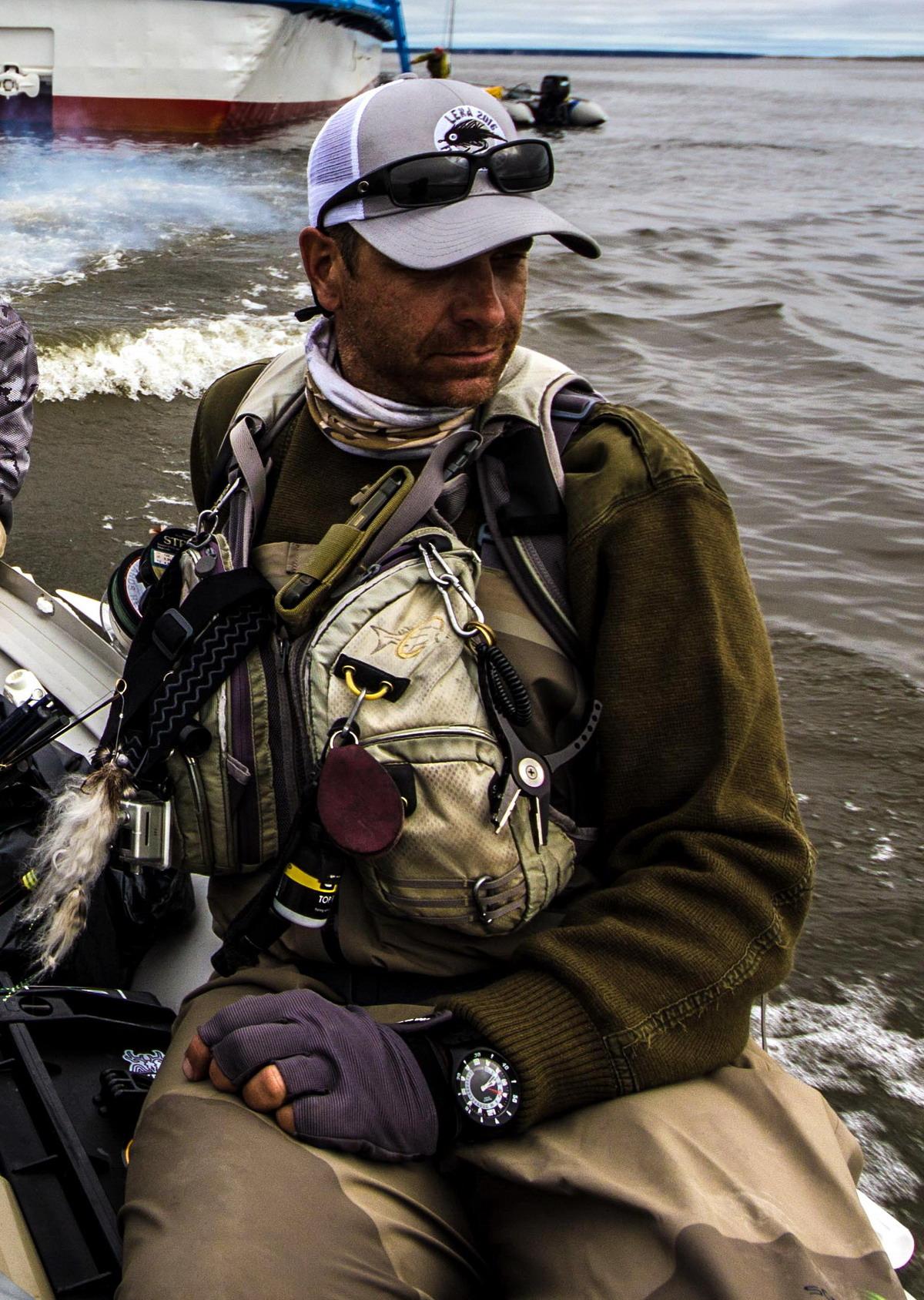Muhar in vezalec od 12. leta. Leta 2000 združil veselje do ribolova in turistično vodenje v ribiško vodniški službi. Se počuti priviligiranega, da živi v Sloveniji, ki ponuja tako pester izbor ribolova. Njegova strast v zadnjih letih je ribolov na sulca in taimena. Snovalec in lastnik patenta ribiških vab Huchofishing. V Sloveniji eden prvih muharjev na sulca.